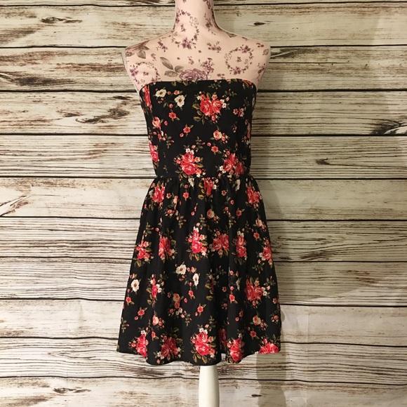 Forever 21 Dresses & Skirts - Forever 21 Black Red Strapless Floral Dress